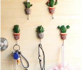 Resin Cactus Decorat..